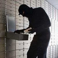 """В банке Ровно из ячейки """"заробитчанина""""  украли 1,2 млн евро и более 2 млн долларов"""