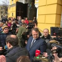 Опоздавший Геращенко, скорбный Гордон, бронемашины и СМИ. Как в Киеве хоронили очень важного свидетеля по делу Януковича