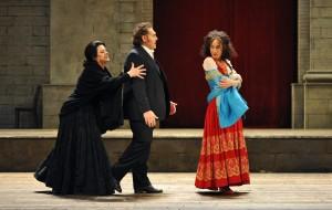 Jeanne Piland (Santuzza), Gustavo Porta (Turiddu), Geneviève King (Lola) - Foto@ Hans-Jörg Michel