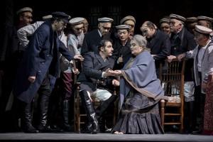 Anja Jung (Ulrica), Stefano La Colla (Riccardo), Herrenchor  ©Thomas M. Jauk / Stage Picture Schließen