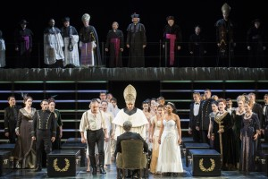 Boris Statsenko (Amonasro), Adrian Sâmpetrean (Ramfis), Morenike Fadayomi (Aida), Thorsten Grümbel (Il Re), Chor der Deutschen Oper am Rhein, Extrachor FOTO: Matthias Jung