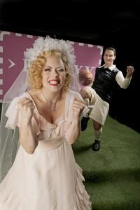 Emily Newton und Lucian Krasznec / Foto: Björn Hickmann / Stage Picture