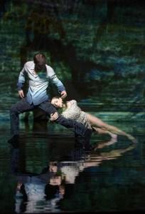 """Tomáš Ottych (Odysseus), Elisa Fraschetti (Penelope) in """"Die Odyssee"""" (Uraufführung) von Patrick Delcroix, Aalto Ballett Essen"""