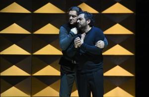 Laimonas Pautienius (Rodrigo di Posa), Gianluca Terranova (Don Carlo) FOTO: Hans Jörg Michel