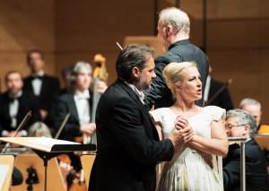 Nicolas Testé (Raimondo) und Diana Damrau, im Hintergrund Dirigent Gianandrea Noseda / Foto: Saad Hamza