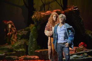 Ileana Mateescu (Ronja), Tamara Weimerich (Birk) ©Björn Hickmann / Stage Picture GmbH