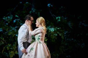 Lucian Krascnec (Faust), Eleonore Marguerre (Marguerite) ©Thomas Jauk, Stage Picture