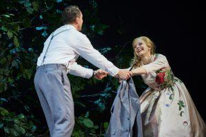 Lucian Krascnec (Faust), Eleonore Marguerre (Marguerite)©Thomas Jauk, Stage Picture