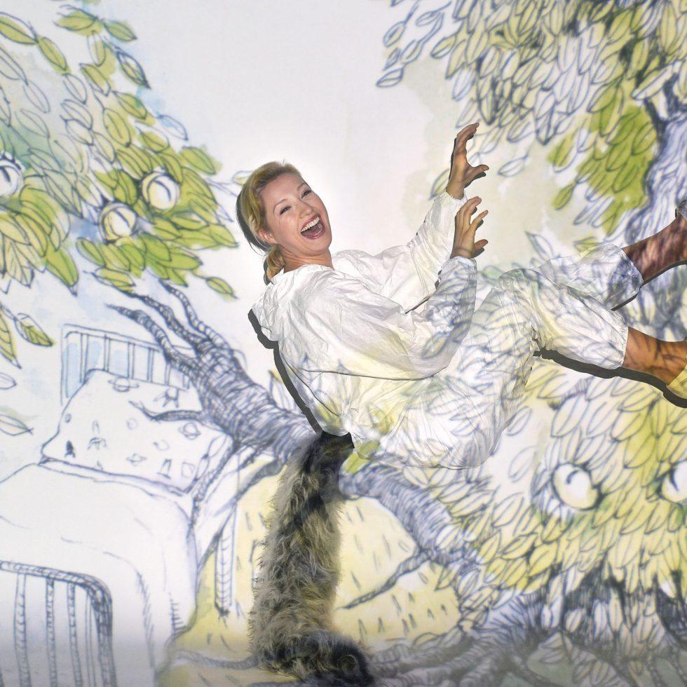 WO DIE WILDEN KERLE WOHNEN / Ankündigungsfoto - Theater Duisburg /(Lavinia Dames (Max) – FOTO: Hans Jörg Michel)