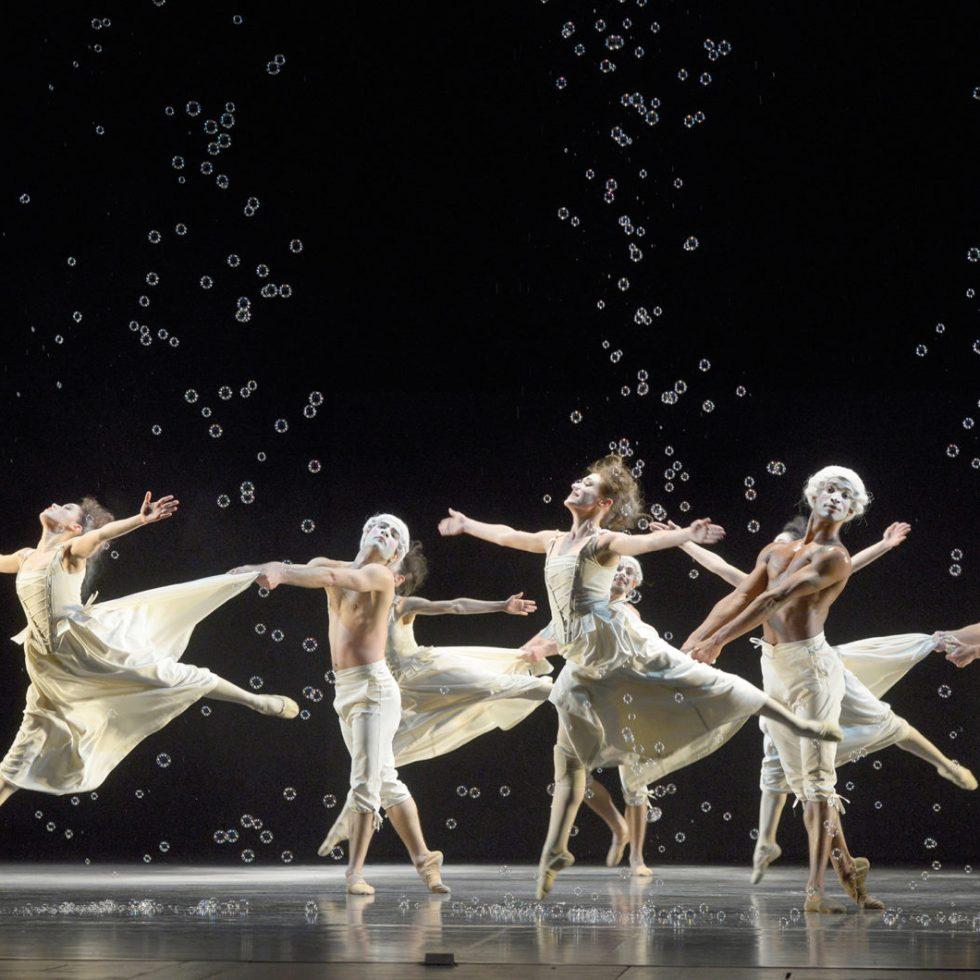 Sechs Tänze / Foto © Bettina Stöß