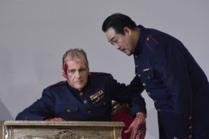 Lance Ryan (Otello), Sangmin Lee (Jago) ©Thomas Jauk, Stage Picture
