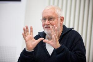 """Dietrich W. Hilsdorf (Inszenierung) beim Konzeptionsgespräch zu """"Das Rheingold"""" FOTO: Susanne Diesner"""