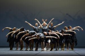Ballett Dortmund_Krieg und Frieden_Ensemble_Foto Bettina Stöß