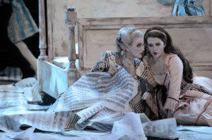 Katerina Tretyakova, Iulia Maria Dan in Le Nozze di Figaro / Staatsoper Hamburg/ Foto @ Karl Forster