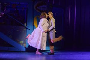 Hannes Brock (Edna Turnblad), Fritz Steinbacher (Wilbur Turnblad) / Foto @ Björn Hickmann, Stage Pictures