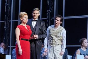 """Emily Newton, Luke Stoker, Simon Mechlinski in""""Eugen Onegin"""". Foto: (c) Björn Hickmann"""