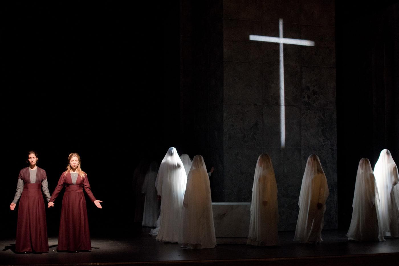 Dialogues des Carmélites/Theater Aachen/Faustine De Monès; Suzanne Jerosme/Foto @ Ludwig Koerfer