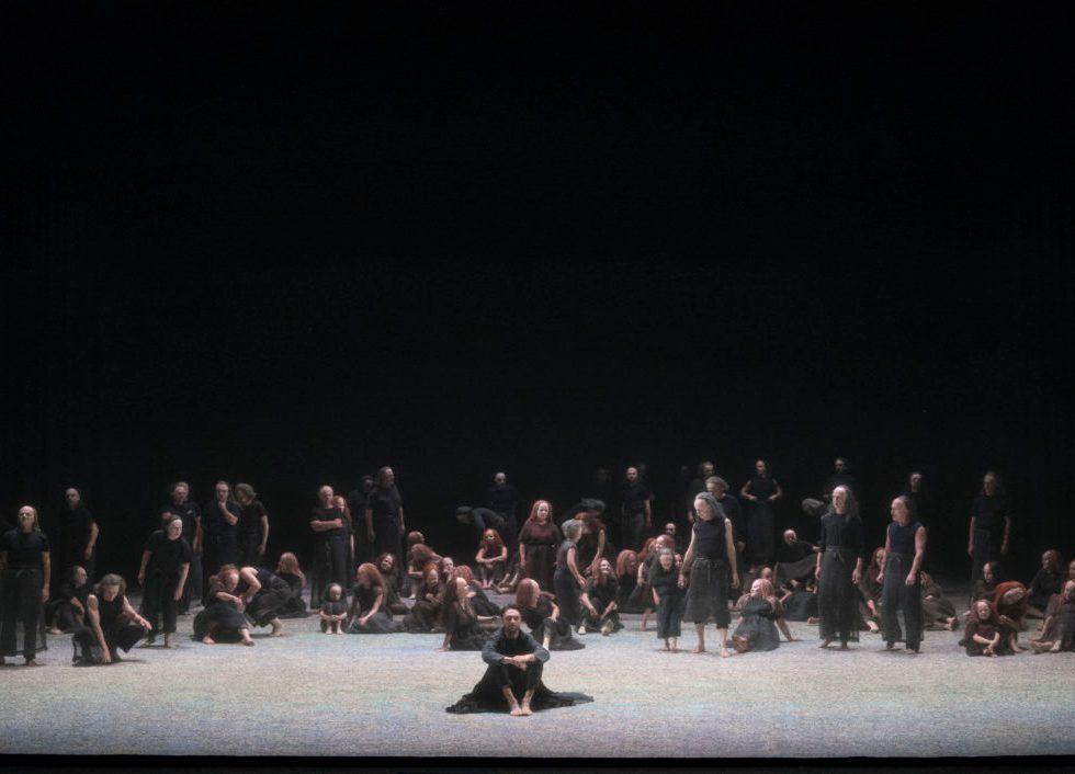 Staatsoper Unter den Linden/ LES PÊCHEURS DE PERLES Premiere am 24. Juni 2017/ Gyula Orendt (Zurga) und Chor/ Foto: Donata Wenders