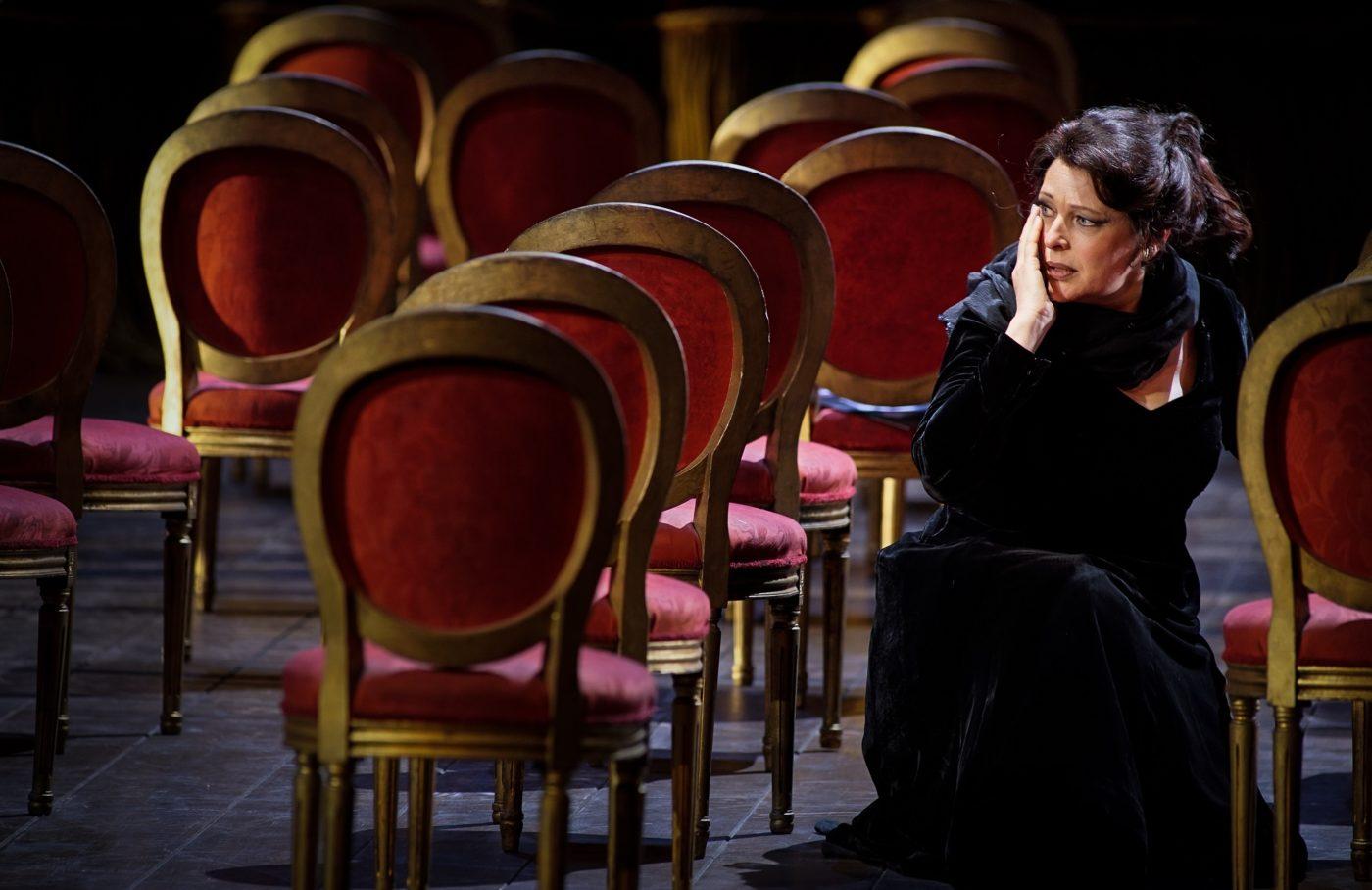 """Tosca""/Staatsoper Hamburg/ Tatjana Serjan/Foto © Copyright by Arno Declair"