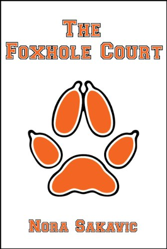 """Couverture du tome 1 de """"The foxhole court"""". Le titre et le nom d'autrice sont inscrits en orange sur fond blanc, avec une empreinte de renard de même couleur au centre."""