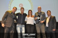 Leo do Portal da Cidade entregou troféu a Glassec