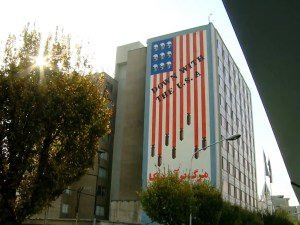 Anti-Amerikaanse muurschildering in Teheran