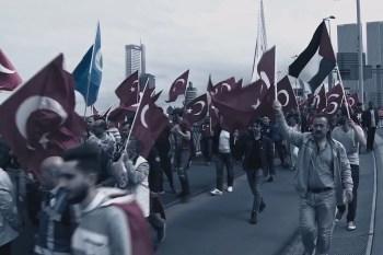 Pro-Erdogan demonstratie op Erasmusbrug te Rotterdam (16 juli 2016)
