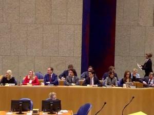 Glunderende Kamerleden bij plenair debat over de Klimaatwet