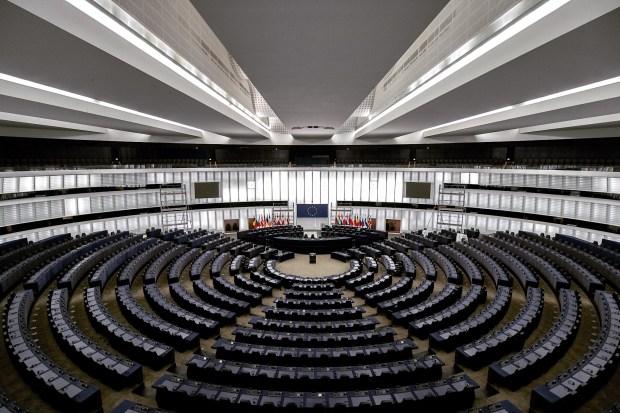 """Titelfoto bij artikel Kees de Lange op OpinieZ.com """"Stop de vernietiging van onze soevereine natiestaat"""""""