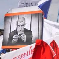 Tsjechische premier Babiš onder zware druk om af te treden