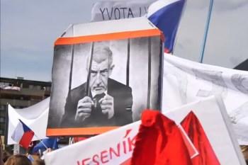 """Titelfoto bij artikel Freek van Beetz op OpinieZ.com """"Tsjechische premier Babiš onder zware druk om af te treden"""""""