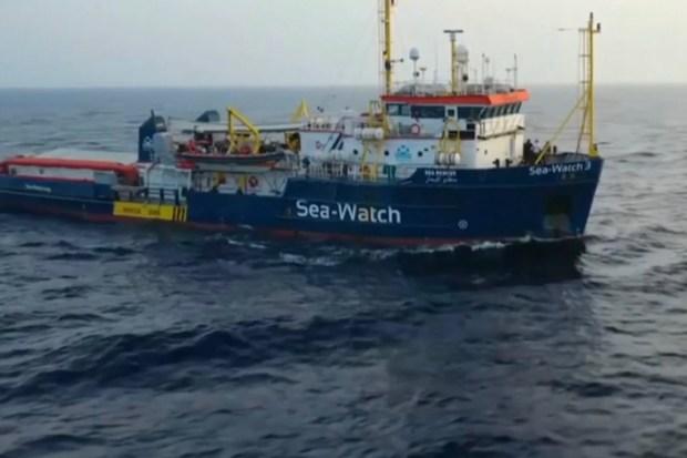 """Titelfoto bij artikel Eric Jan Knap op OpinieZ.com """"Sea Watch 3 en het illegale opzetje van Links Italië"""""""