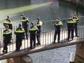 """Titelfoto bij artikel Tanya Hoogwerf op OpinieZ.com """"Leiding Politie buigt voor onterecht racismeverwijt"""""""
