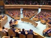 """Titelfoto artikel Jan Gajentaan op OpinieZ.com """"Wanneer komen onze politici weer voor Nederland op?"""""""