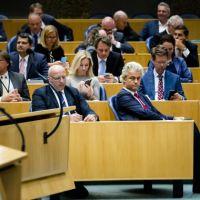 A4'tje PVV staat voor de debilisering van de politiek