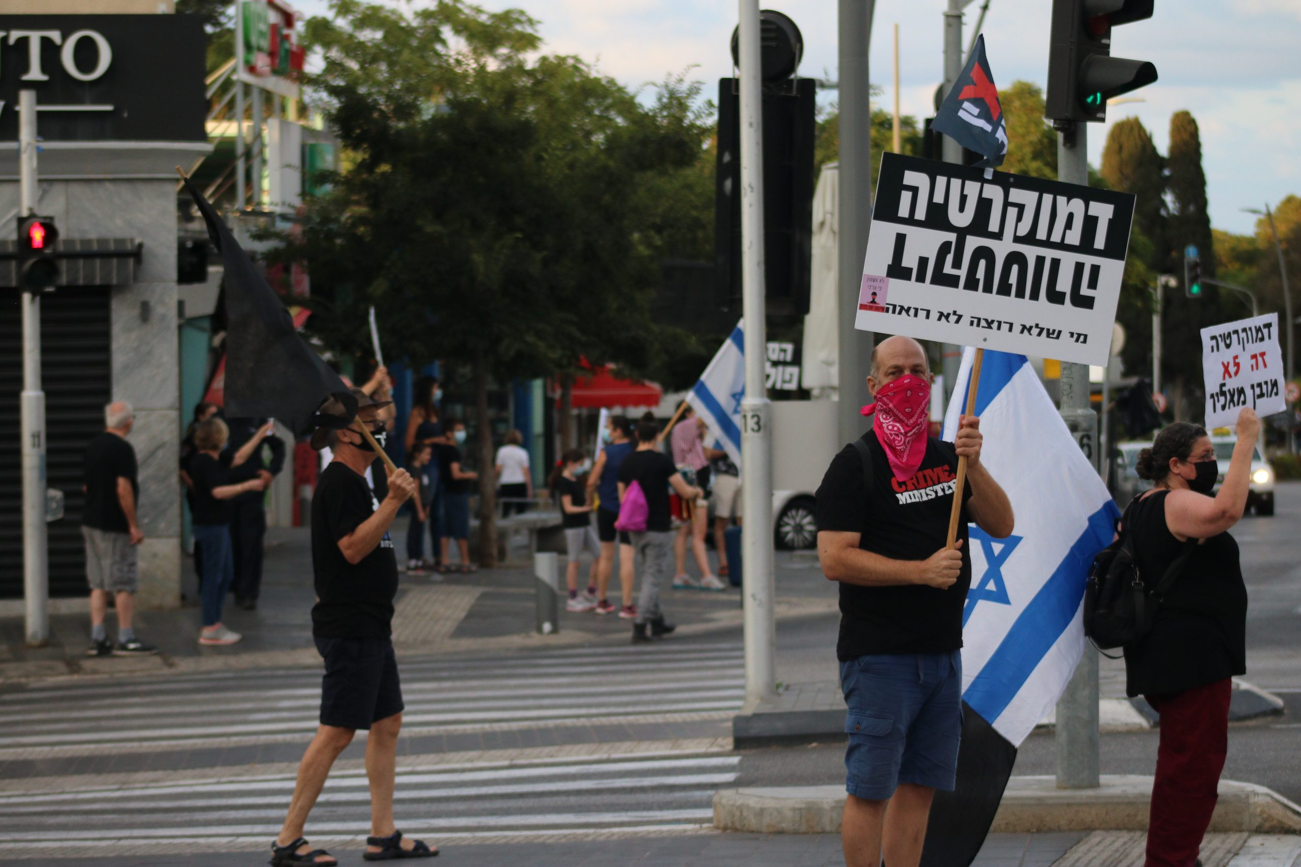 Israelis take to the streets to protest against Netanyahu