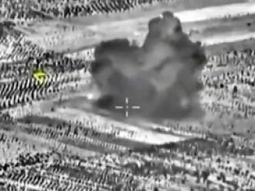 ataque-el-2-300x225 EUA e Rússia voltam a bombardear áreas do Estado Islâmico