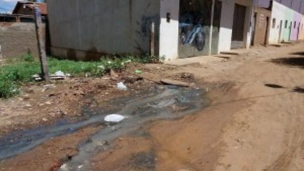 12494089_10205903730855543_971153422_o-300x169 Esgoto a céu aberto causa transtornos a população de Monteiro
