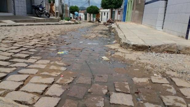 12557691_10205954978976714_971938578_o-1024x576 Morador denuncia esgoto a céu aberto em Monteiro