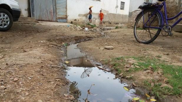 12562917_10205954976976664_1927171922_o-1024x576 Morador denuncia esgoto a céu aberto em Monteiro