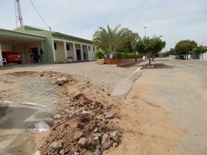 20160125153337-300x225 Mato, lixo e esgotos a céu aberto mostram descaso da Gestão do Prefeito Junior Nobrega no município da Prata, no Cariri