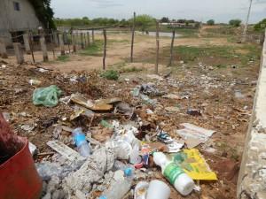 20160125153451-300x225 Mato, lixo e esgotos a céu aberto mostram descaso da Gestão do Prefeito Junior Nobrega no município da Prata, no Cariri