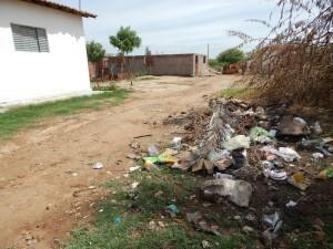 20160125174604-300x225 Mato, lixo e esgotos a céu aberto mostram descaso da Gestão do Prefeito Junior Nobrega no município da Prata, no Cariri