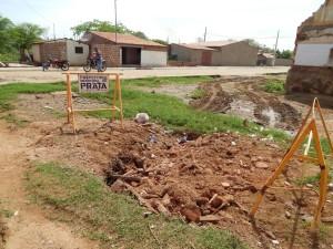 20160125174623-300x225 Mato, lixo e esgotos a céu aberto mostram descaso da Gestão do Prefeito Junior Nobrega no município da Prata, no Cariri