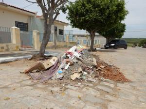 20160125174625-300x225 Mato, lixo e esgotos a céu aberto mostram descaso da Gestão do Prefeito Junior Nobrega no município da Prata, no Cariri