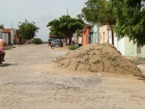 20160125175338-300x225 Mato, lixo e esgotos a céu aberto mostram descaso da Gestão do Prefeito Junior Nobrega no município da Prata, no Cariri