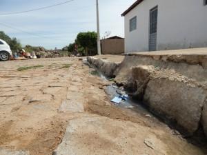 20160125175442-300x225 Mato, lixo e esgotos a céu aberto mostram descaso da Gestão do Prefeito Junior Nobrega no município da Prata, no Cariri
