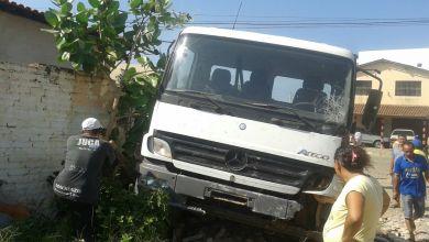 Em Monteiro: homem furta carro, colide em muro e é preso 3
