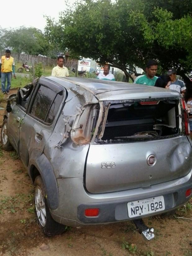 20160214051130-2-768x1024 Exclusivo: Motorista perde controle do veículo e capota naPB-264 em Monteiro
