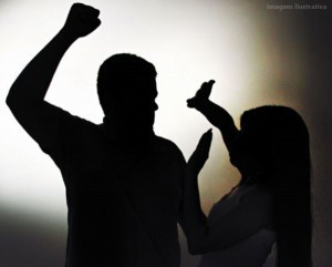 violencia-domestica-300x241-300x241 Mulher é agredida por ex-companheiro em Monteiro